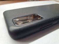 Pouzdro fotomodul schová, ale přidá hodně (1,5 mm) na tloušťce.